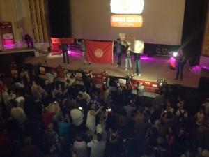 Protestrufe und Nationalhymne zur Eröffnung des Human Screen Festivals, Eröffnungsfilm über Chokri Belaïd