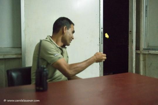 Abfallentsorgung auf bengalisch. Der Sergeant in seinem Büro.