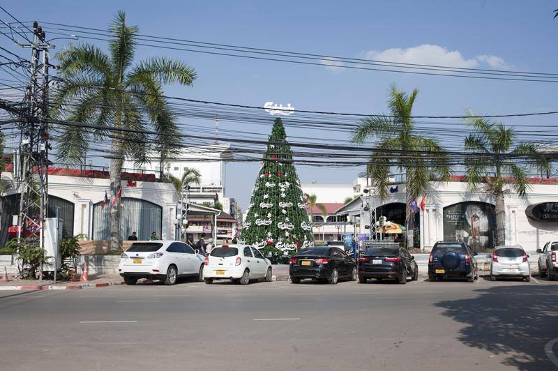 Laos_Weihnachten_Carlsberg_Tree
