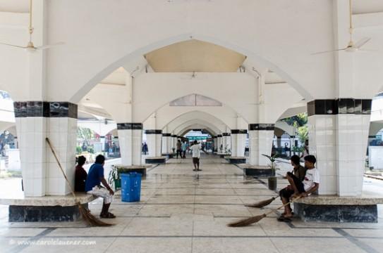 So leer sind die Perrons am Kamalapur Railway Station selten.