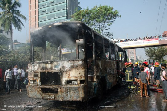 Dieser Bus wurde angezündet, als keine Passagiere an Bord waren.