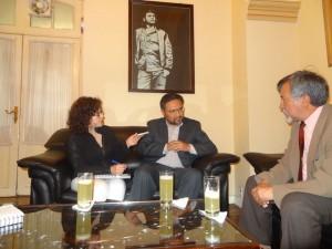 Isabel Mercado (von links), Vizeminister Alfredo Rada und Juan Carlos Salazar beim Interview.