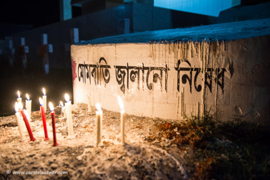 Die Inschrift in Bangla sagt: Keine Kerzen!