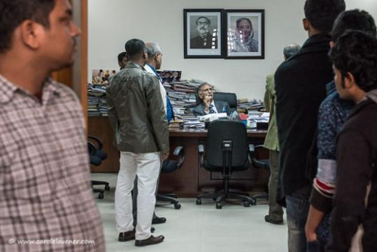 Ein verbotenes Bild: Der Professor für Journalismus elaubt keine Bilder in seinem Büro.