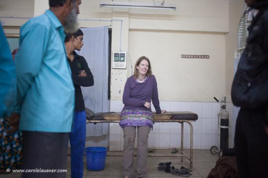 Selbst im Spital bin ich nicht vor neugierigen Blicken geschützt. (Photo: Samsul Alam Helal)