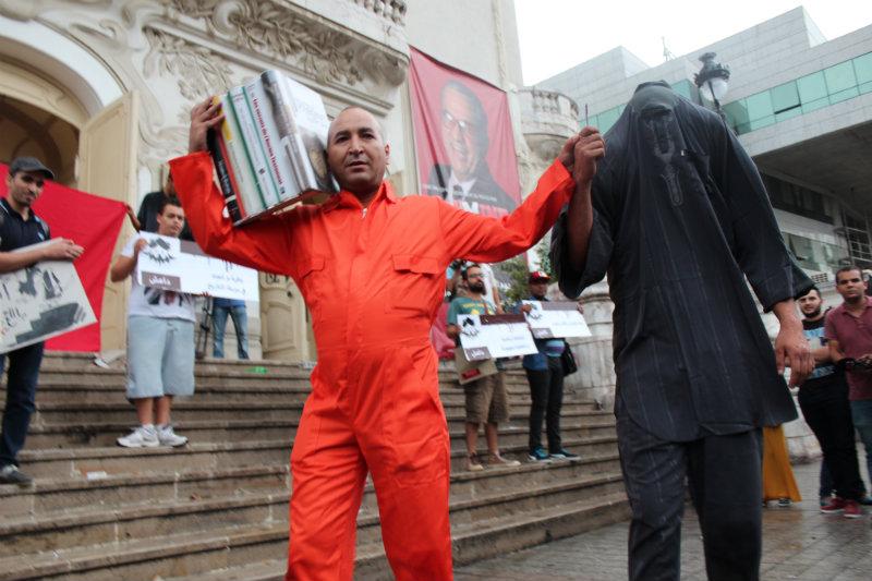La manifestation a commencé par une flashmob détournant les vidéos dans lesquelles les combattants de l'Etat islamique égorgent des otages.