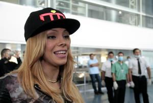 «La Materialista» aus Panamá bei der Ankunft im Flughafen von Managua. (Bild: Bismarck Picado)