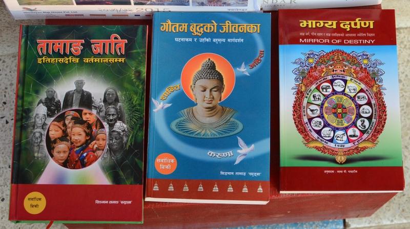 Bücher nepalesisch