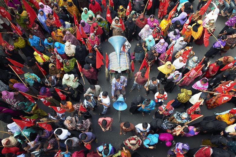 Friedliche Kundgebung von einer Frauenrechtsbewegung