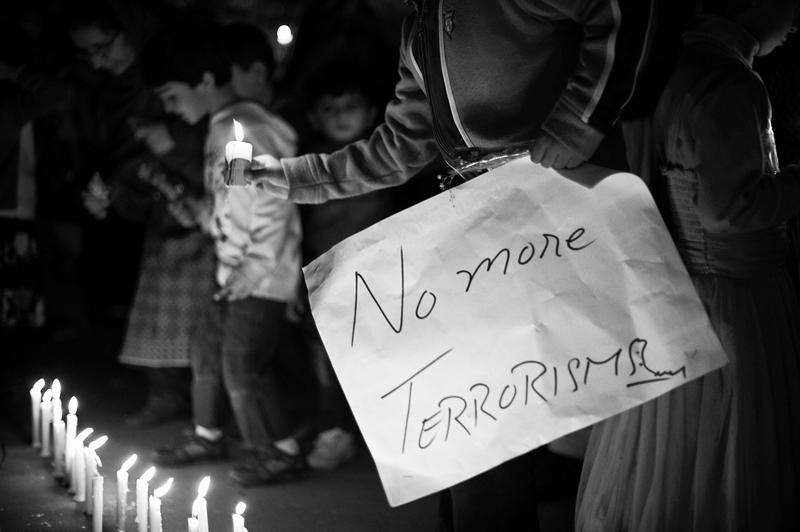 Kundgebung für die Opfer von Peschawar in der Pakistanischen Botschaft, Dhaka