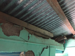Die Wände sind seit den schweren Erdbeben im Frühling beschädigt.