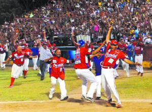 Juego de beisbol entre los equipos Orientales de Granada y Boer de Managua, realizado en el estadio Roque Tadeo Zavala, el 20 de enero, 2013. GERMAN MIRANDA/LA PRENSA