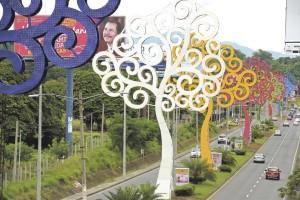 """Von diesen """"arboles de la vida"""" gibt es Managua hunderte - First Lady Rosario Murillo liess sie errichten. Für die Bevölkerung sind sie ein Symbol für die Misswirtschaft der Regierung."""