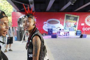 Subkultur auf burmesisch: Punkkonzert unter dem «Hledan Flyover» inmitten Yangons.