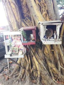 Buddhistische Heiligenschreine in der Maha St., des Autors Adresse während des letzten Monats in Yangon. (Bild: Samuel Schlaefli)