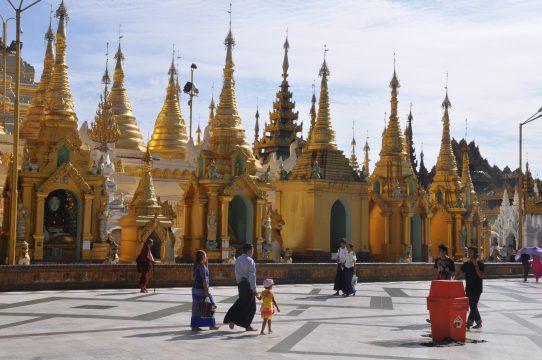 Shwedagon Pagoda in Yangon/Rangunv in Myanmar/Burma.