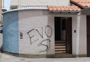 """Aufschrift an Hausmauer """"Evo Sí"""". Foto: Leonie Marti"""